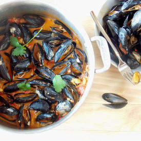 Spicy Tomato Garlic Mussels