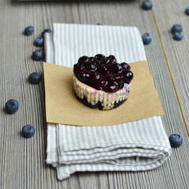 Blueberry and Oreo Mini Cheesecake