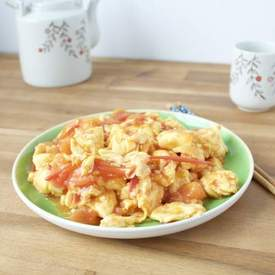 CHINESE SCRAMBLED EGGS WITH TOMATOES